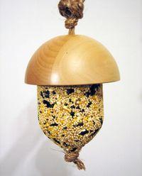 Acorn-feeder-detail